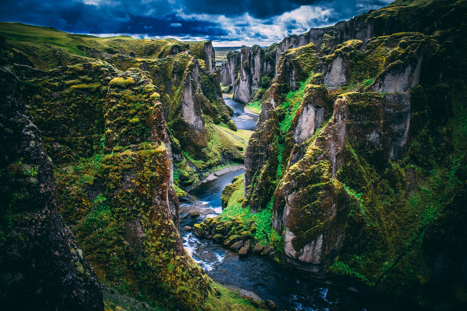 Fjaðrárgljúfur, one of the many natural wonders near Hrifunes Nature Park hotel / cabins / holiday apartments in south Iceland